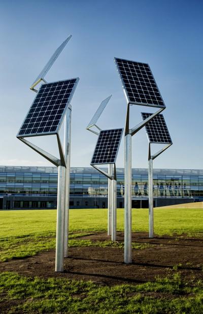 PLANT solar power tree by Lars Vejen for Veksoe